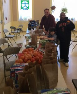 Sunday Assembly Baltimore packing lunches.